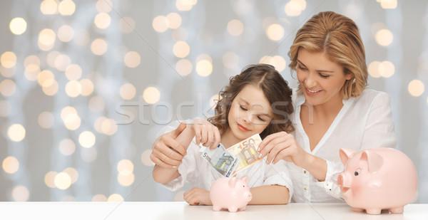 Anya lánygyermek pénz malac bankok emberek Stock fotó © dolgachov