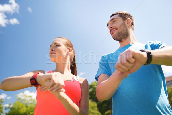 Sonriendo personas ritmo cardíaco aire libre fitness deporte Foto stock © dolgachov