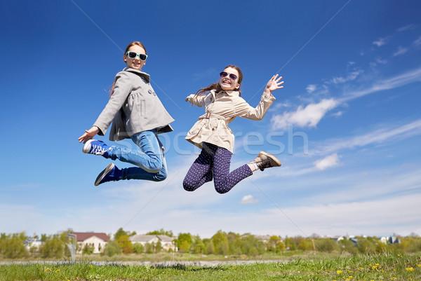Boldog kislányok ugrik magas kint emberek Stock fotó © dolgachov