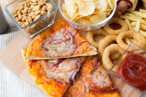 Fast food przekąski pić tabeli niezdrowe jedzenie Zdjęcia stock © dolgachov