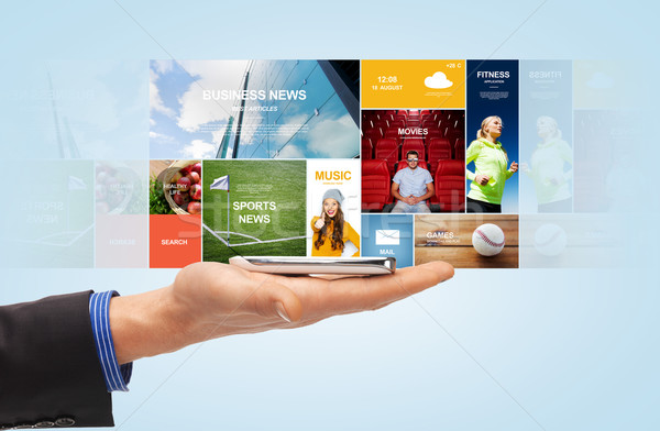 Mannelijke hand smartphone web nieuws projectie Stockfoto © dolgachov