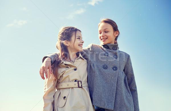 Boldog kislányok ölel beszél kint emberek Stock fotó © dolgachov