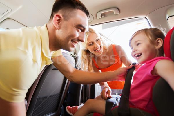 Mutlu ebeveyn çocuk araba koltuk kemer Stok fotoğraf © dolgachov