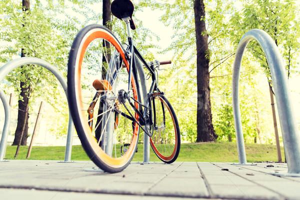 велосипед заблокированный улице стоянки транспорт Сток-фото © dolgachov