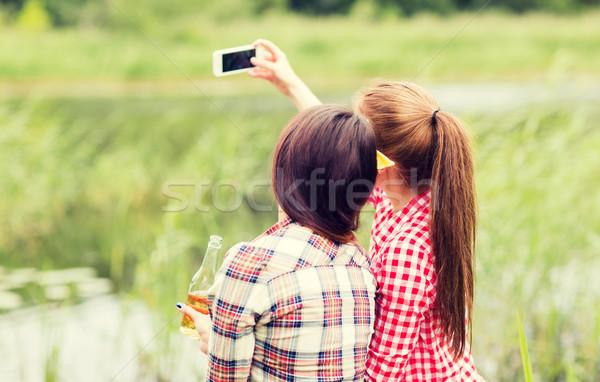 Feliz mujeres toma aire libre camping Foto stock © dolgachov