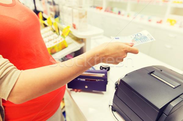 Zwangere vrouw geld drogist geneeskunde gezondheidszorg mensen Stockfoto © dolgachov