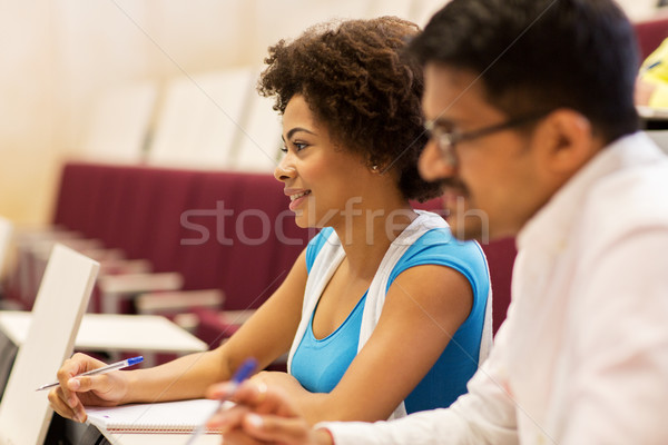 Csoport diákok jegyzetfüzetek előadás előcsarnok oktatás Stock fotó © dolgachov