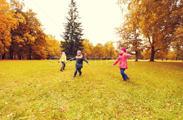 Stockfoto: Gelukkig · weinig · kinderen · lopen · spelen · buitenshuis