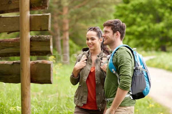 笑みを浮かべて カップル 道標 ハイキング 冒険 旅行 ストックフォト © dolgachov