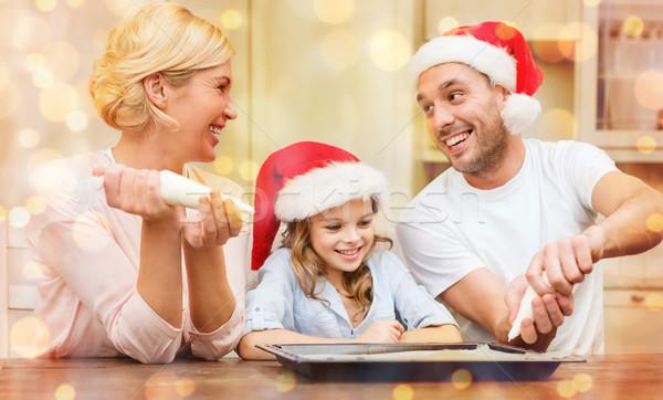 Mutlu aile yardımcı kurabiye Stok fotoğraf © dolgachov