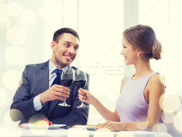 Para danie główne wino czerwone restauracji wakacje uśmiechnięty Zdjęcia stock © dolgachov