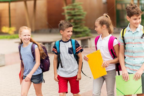 Grupo feliz escuela primaria estudiantes caminando primario Foto stock © dolgachov