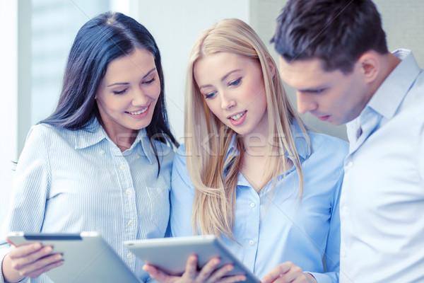 Stock fotó: üzleti · csapat · dolgozik · tabletta · iroda · üzlet · mosolyog