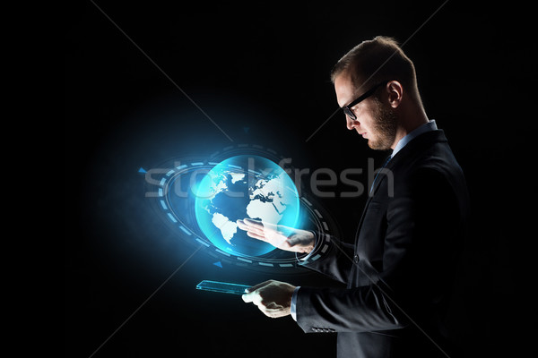 üzletember táblagép Föld hologram üzletemberek hálózat Stock fotó © dolgachov