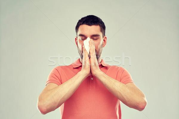 Beteg férfi papír szalvéta orrot fúj emberek Stock fotó © dolgachov