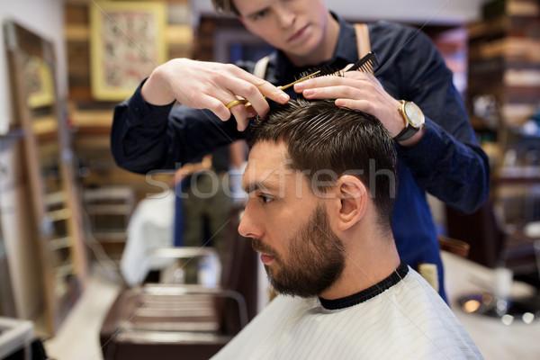 Hombre barbero pelo personas peine Foto stock © dolgachov