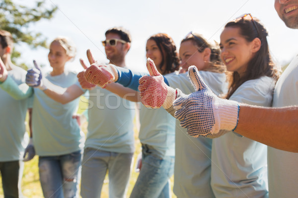 Csoport önkéntesek mutat remek kint önkéntesség Stock fotó © dolgachov