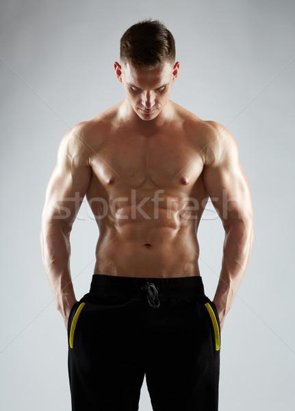 Jonge man bodybuilder torso sport bodybuilding Stockfoto © dolgachov
