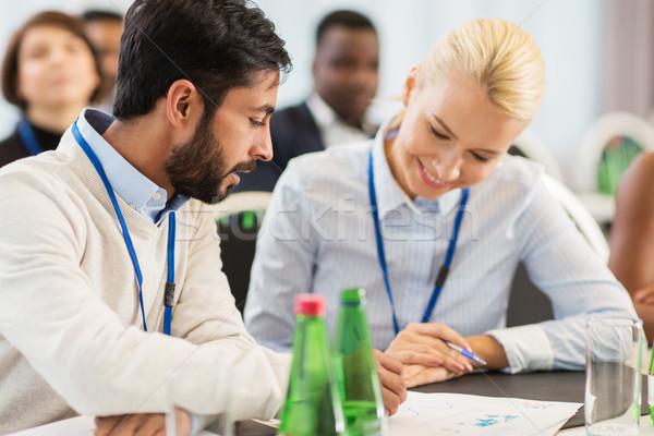 Mutlu iş ekibi uluslararası konferans iş adamları eğitim Stok fotoğraf © dolgachov