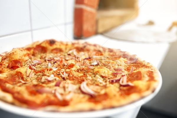 Gebakken pizza pizzeria voedsel Italiaans keuken Stockfoto © dolgachov