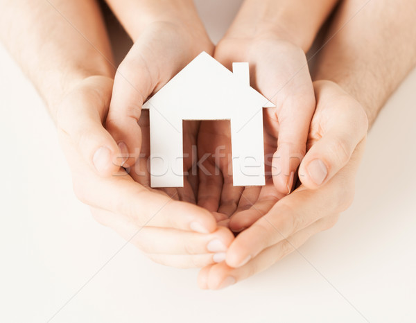 женщину рук бумаги дома человека Сток-фото © dolgachov