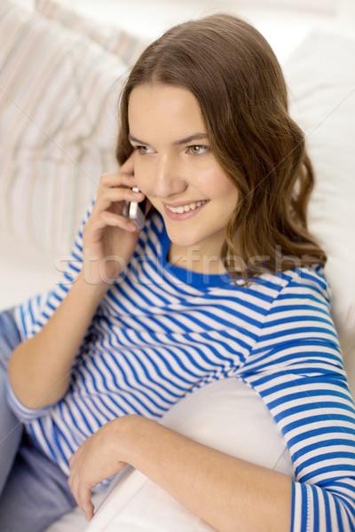 笑みを浮かべて 十代の少女 スマートフォン ホーム 技術 通信 ストックフォト © dolgachov