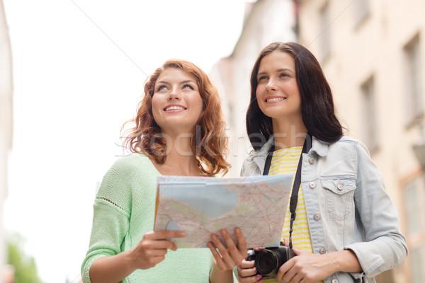 Zdjęcia stock: Uśmiechnięty · nastolatki · Pokaż · kamery · turystyki · podróży
