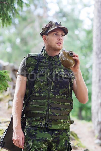Fiatal katona fegyver flaska erdő háború Stock fotó © dolgachov