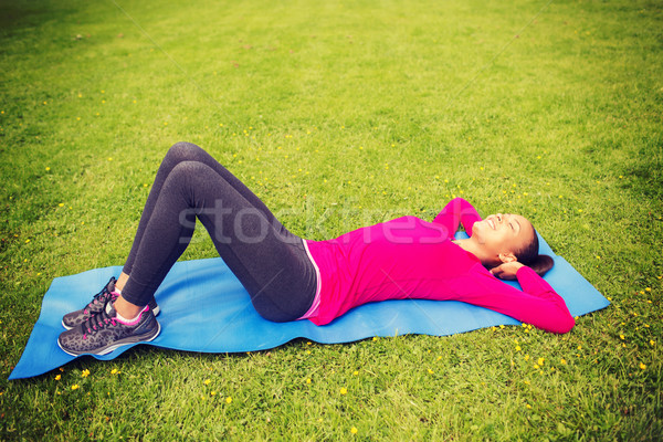 Сток-фото: улыбающаяся · женщина · улице · фитнес · спорт · подготовки · парка