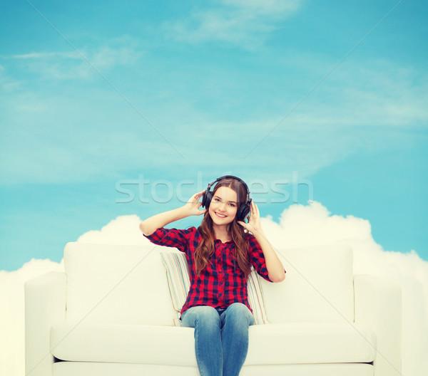 Stockfoto: Tienermeisje · vergadering · sofa · hoofdtelefoon · home · recreatie