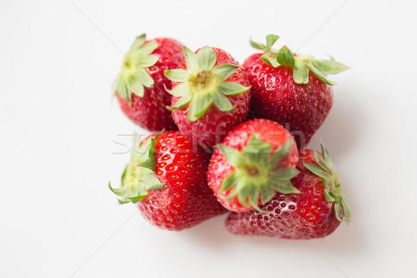 Jugoso frescos maduro rojo fresas blanco Foto stock © dolgachov