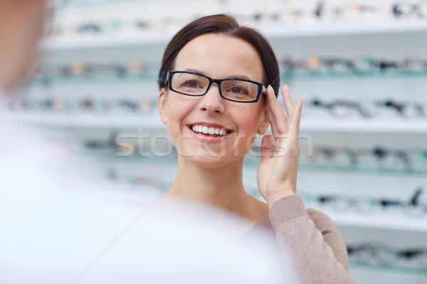 Stock fotó: Nő · mutat · szemüveg · optikus · optika · bolt