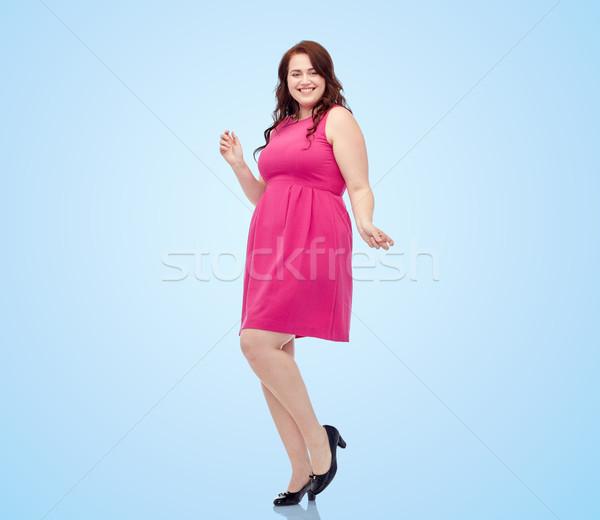 Szczęśliwy młodych plus size kobieta taniec różowy Zdjęcia stock © dolgachov
