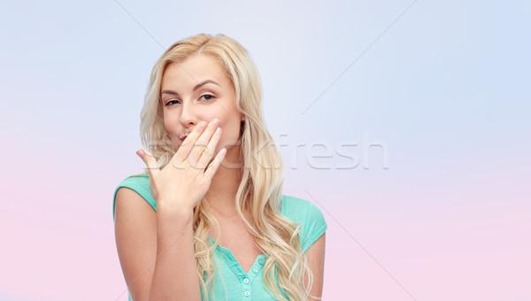 Mosolyog fiatal nő tinilány befogja száját kézmozdulat emberek Stock fotó © dolgachov