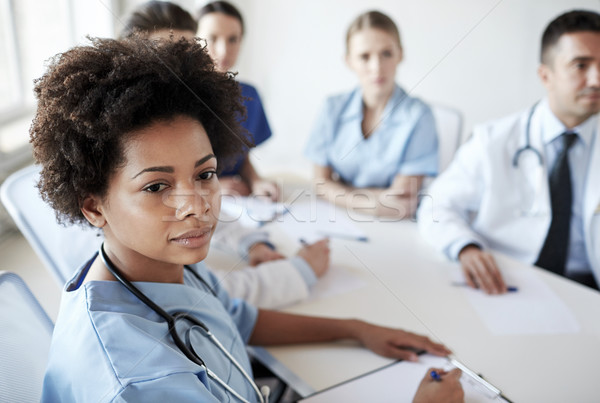 Női orvos csoport kórház egészségügy hivatás Stock fotó © dolgachov