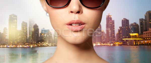 Mooie vrouw zwarte zonnebril Stockfoto © dolgachov