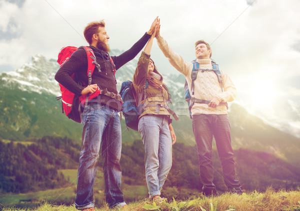 Foto d'archivio: Gruppo · sorridere · amici · escursioni · viaggio · turismo