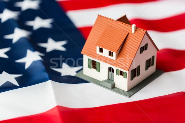 Casa modelo bandera de Estados Unidos ciudadanía residencia Foto stock © dolgachov