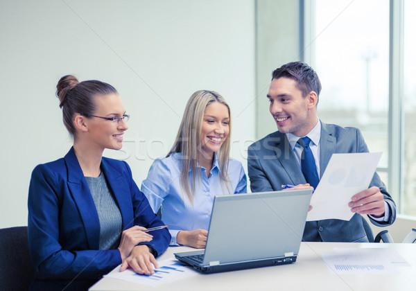 Equipe de negócios laptop discussão negócio tecnologia escritório Foto stock © dolgachov