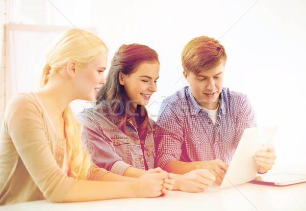 Mosolyog diákok táblagép számítógép iskola technológia Stock fotó © dolgachov