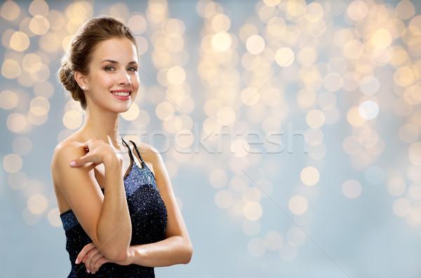 Mosolygó nő estélyi ruha gyöngy fülbevaló emberek ünnepek Stock fotó © dolgachov