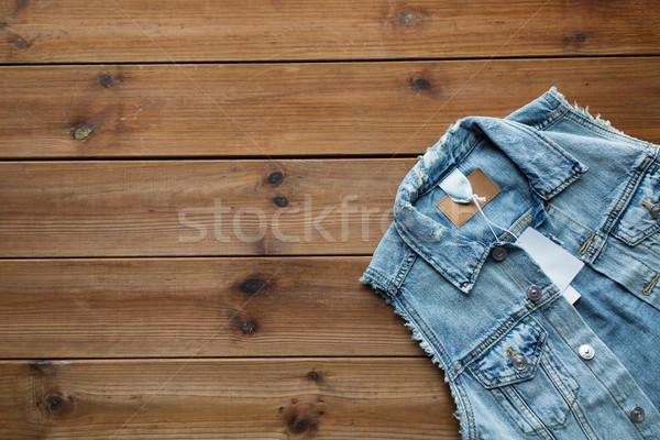 Denim gilet prix tag bois Photo stock © dolgachov