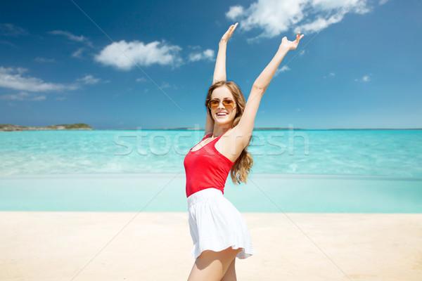 Boldog fiatal nő napszemüveg nyár tengerpart ünnepek Stock fotó © dolgachov