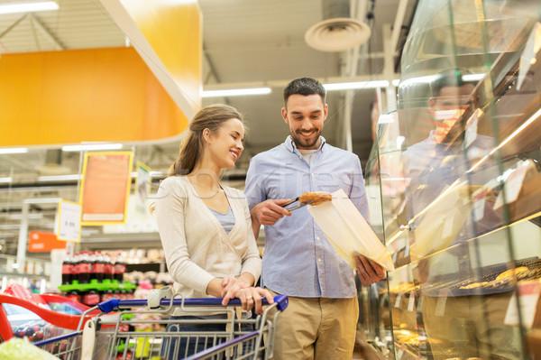 Feliz casal carrinho de compras mercearia comida venda Foto stock © dolgachov