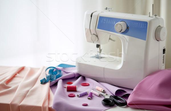 Dikiş makinesi makas düğmeler kumaş dikiş teknoloji Stok fotoğraf © dolgachov
