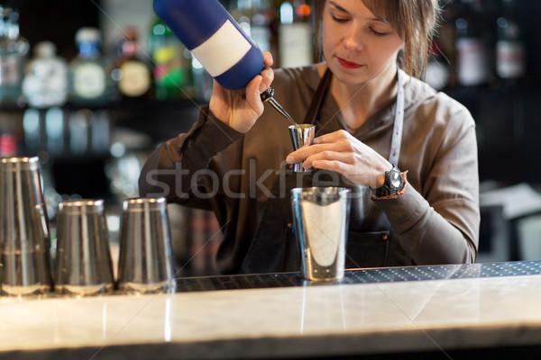 Stockfoto: Shaker · cocktail · bar · dranken · mensen · luxe