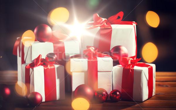 Hediye kutuları kırmızı Noel tatil Stok fotoğraf © dolgachov