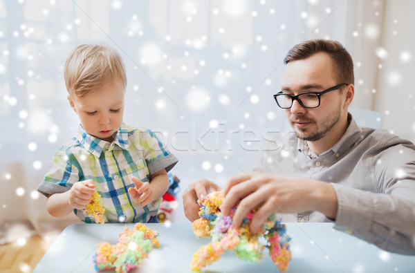 Filho pai jogar bola argila casa família Foto stock © dolgachov