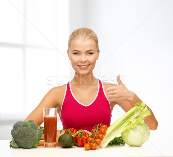 Gülümseyen kadın organik gıda uygunluk diyet gıda genç kadın Stok fotoğraf © dolgachov