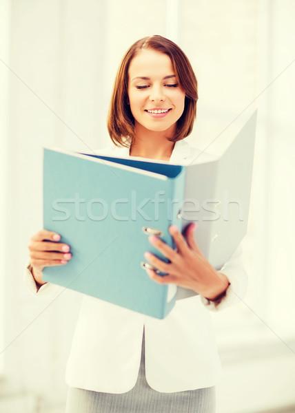 Imprenditrice cartelle ufficio business sorridere attrattivo Foto d'archivio © dolgachov